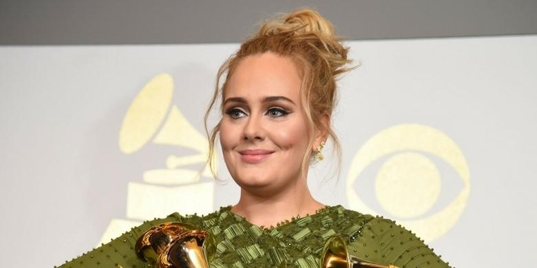 Adele zaprosiła do kina ofiary pożaru w Londynie