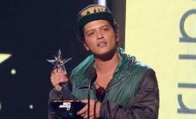 Bruno Mars i Celine Dion niebezpieczni w Internecie