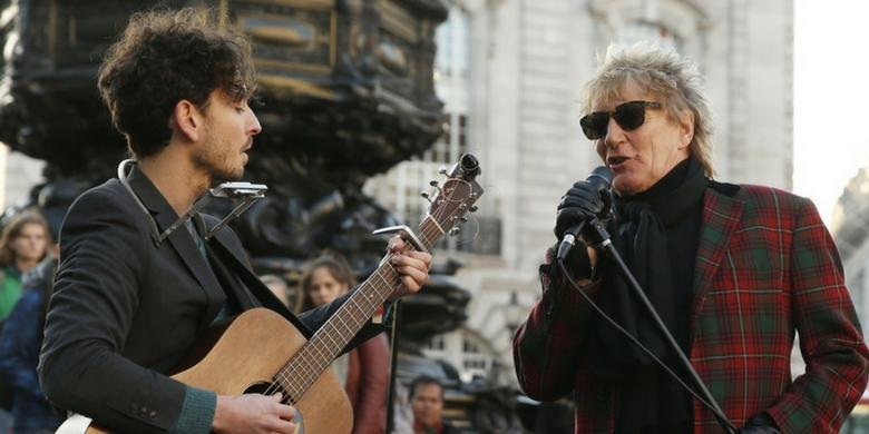 Rod Stewart zaśpiewał z artystą ulicznym w Londynie
